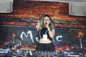 魔声DJ培训学校清远MC学员林美娇练习照片