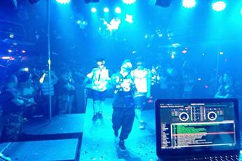 魔声就业DJ学员孟杰酒吧打碟照