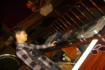 魔声就业学员DJ李华帅酒吧现场打碟