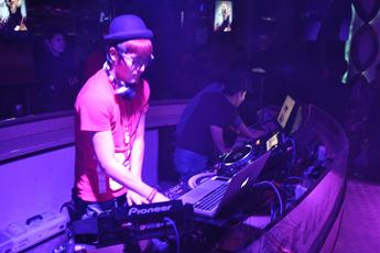 魔声就业学员DJ姜波酒吧照片