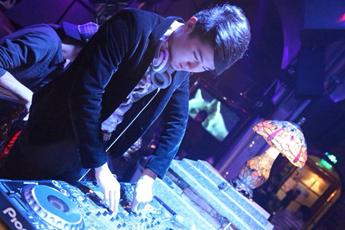 魔声就业学员DJ张泽打碟照片