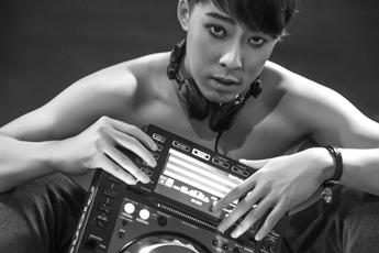 魔声DJ培训美国学员李渊打碟照片