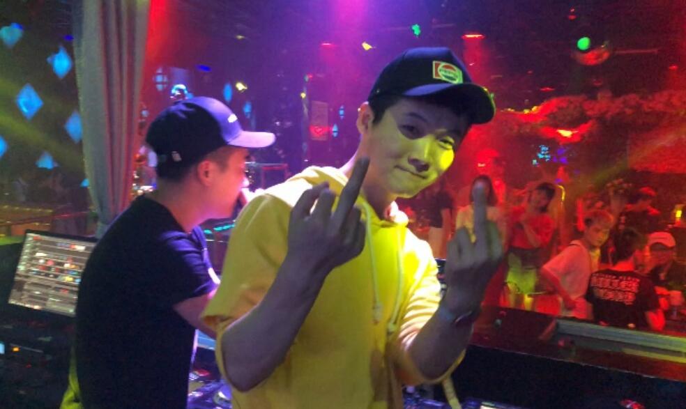 魔声DJ就业学员阿颜百度酒吧打碟视频
