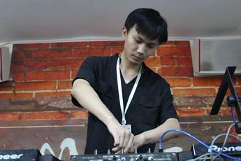 云南曲靖DJ学员黄立刚练习照
