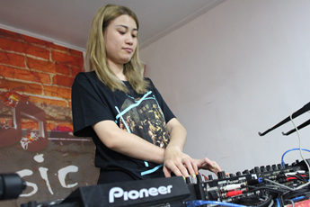 广东广州DJ学员王丽婷练习照片