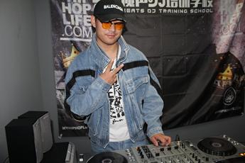 内蒙古鄂尔多斯DJ学员晋文练习照