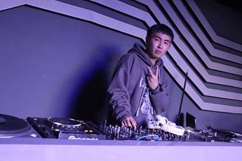 江苏南通DJ学员余磊打碟练习照片