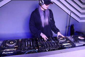江苏张家港DJ学员张奕曼练习照