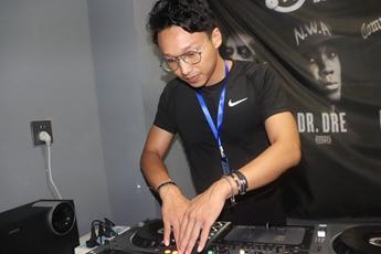 湖北黄冈DJ学员方健打碟练习照片