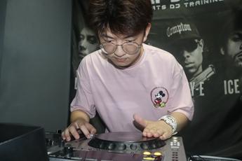 安徽合肥DJ学员方小龙打碟练习照片