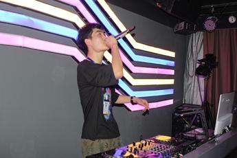 魔声DJ学校学员杨文旭打碟考核照片
