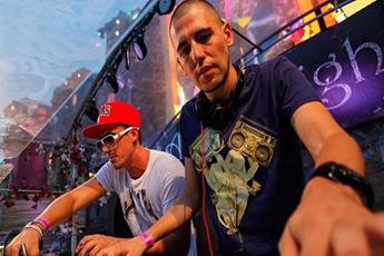 国外电音节百大DJ组合轰炸现场视频