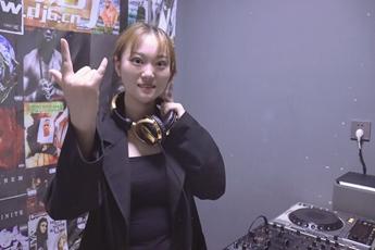 江苏盐城DJ学员王籽寒打碟练习照片