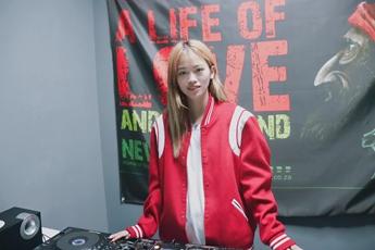江苏盐城DJ学员高静打碟练习照
