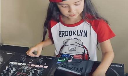 作为DJ,你都不如这个孩子
