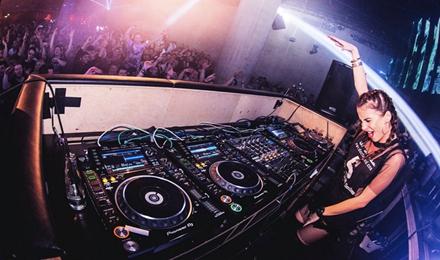 酒吧舞台DJ的配置