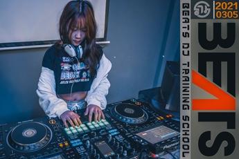 江苏南通DJ学员吴何佳打碟练习照片