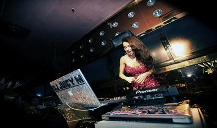 国外网红女DJ Juicy M的一小时花式Remix